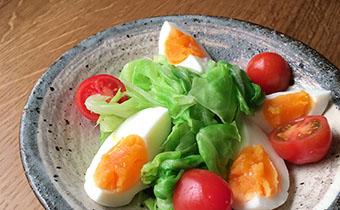 春キャベツと半熟卵のサラダ