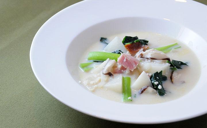 カブとベーコンの豆乳スープ